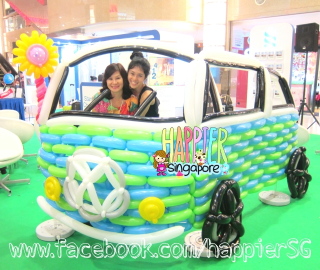 Fathers day balloon sculpture_Volkswagen kombi vintage car balloon sculpture_Happier Singapore