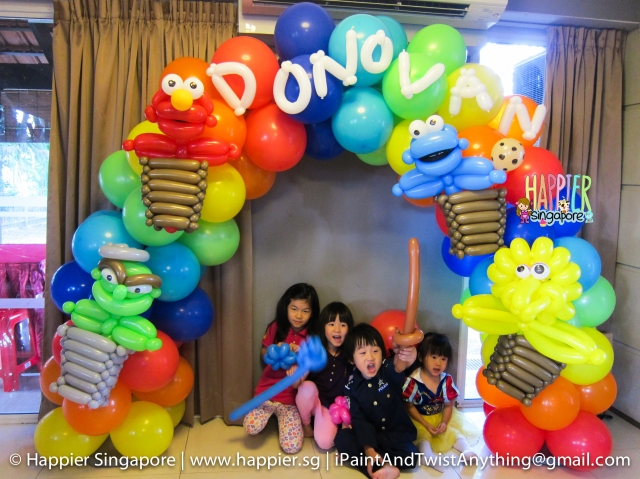 Sesame street mini balloon arch_Happier Singapore