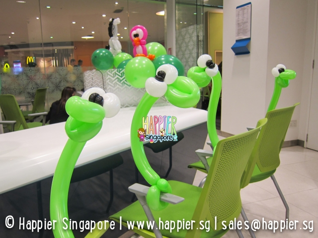 Snake balloon sculptures_happier singapore