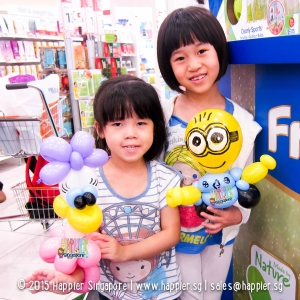 Daisy duck & Minion balloon sculpting happier singapore